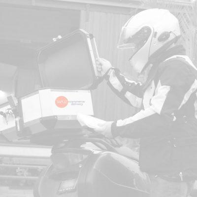 שליח עם קטנוע חברת תפוז שליחויות